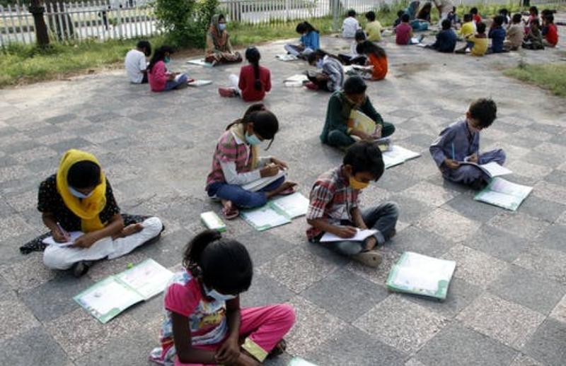 Kinderen krijgen buiten les in Bangladesh en dat heeft een positief effect op hun leerresultaten.