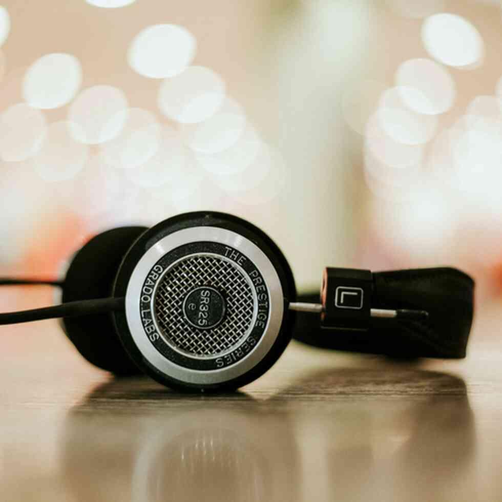 Headphones, podcast
