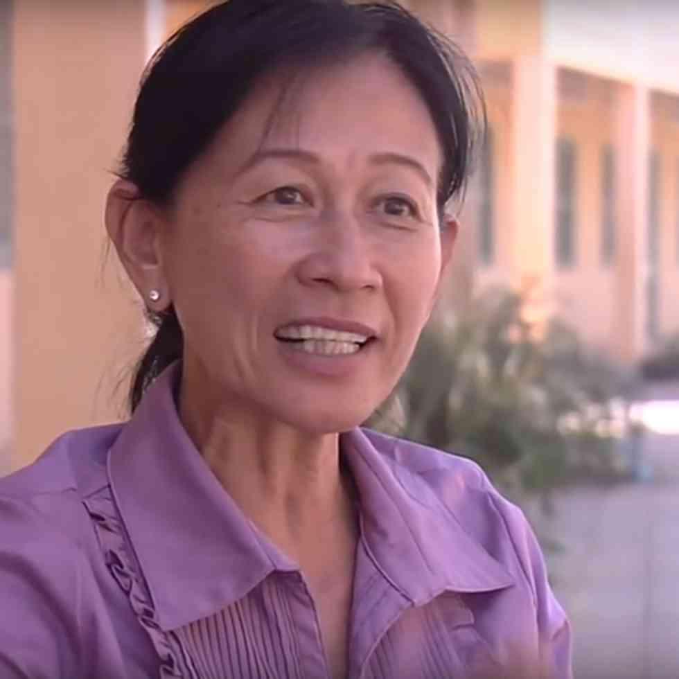 Phalla Neang geeft les aan blinde kinderen in Cambodja